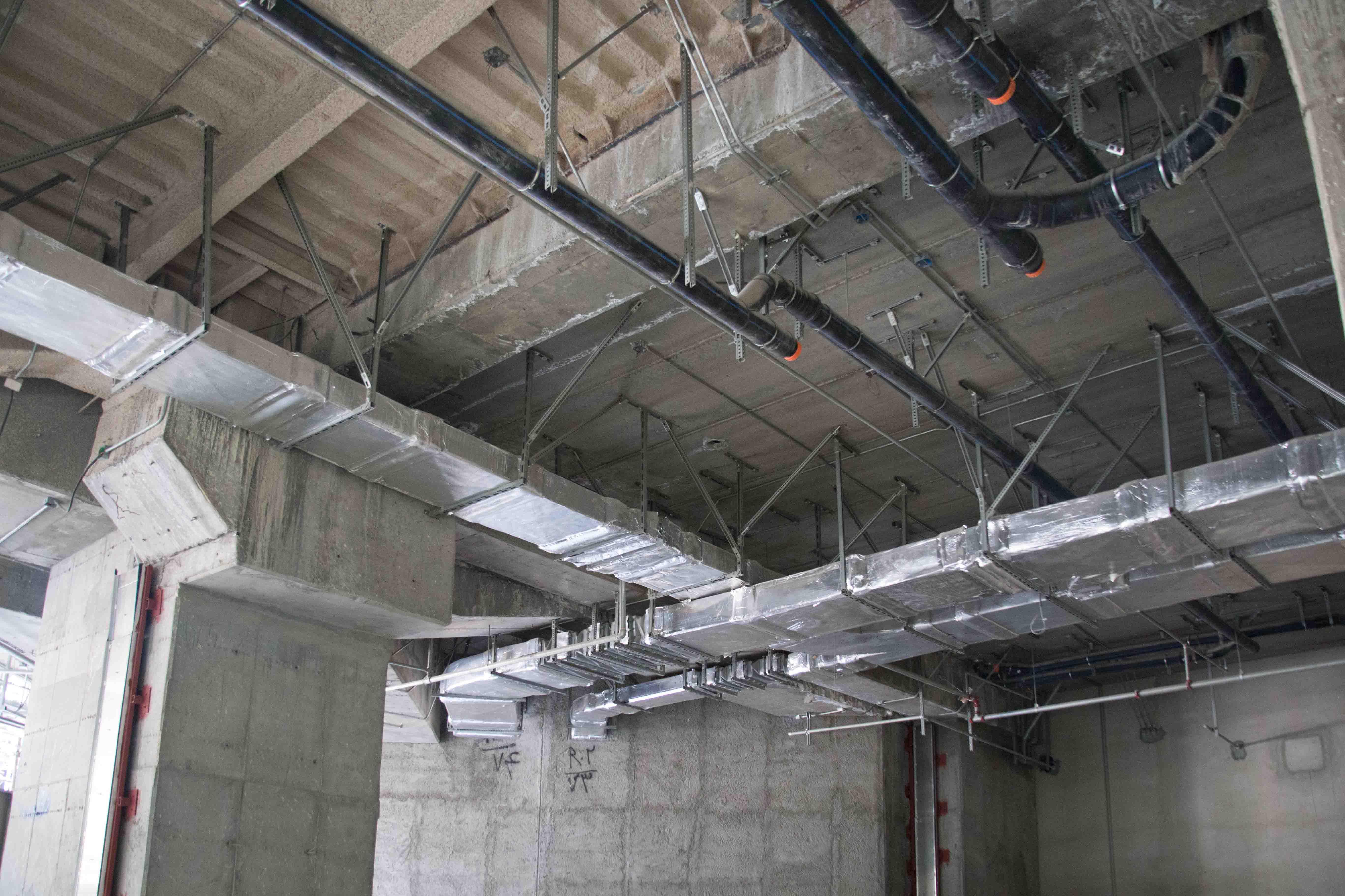 تأسيسات مكانيكي و الکتریکی واقع در طبقه R2 پروژه ایران مال
