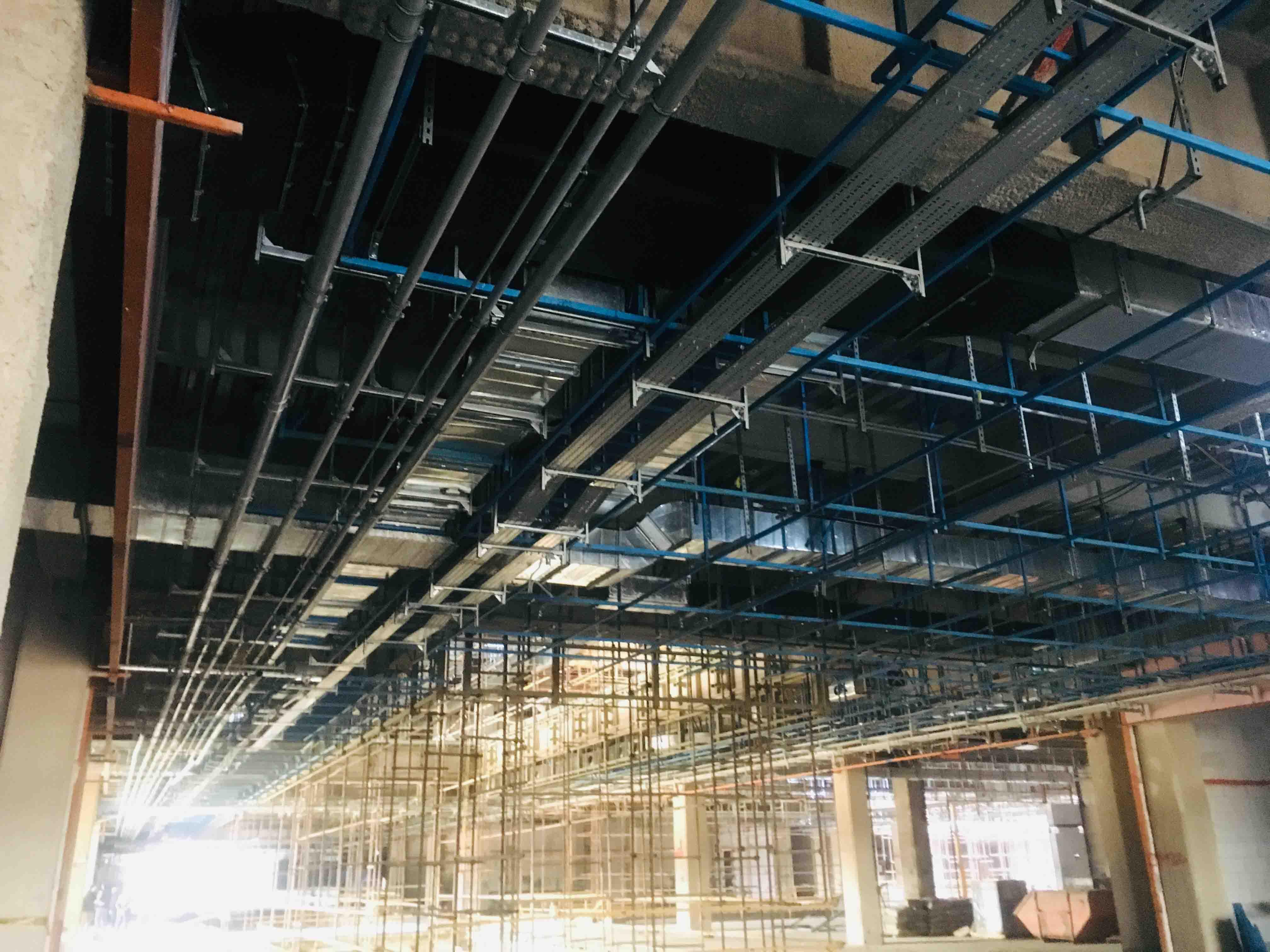 طراحی، تامین و اجرای عملیات نازک کاری، تاسیسات مکانیکی و الکتریکی پروژه بزرگ مشهد مال